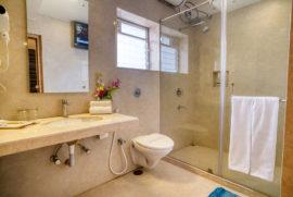 Roland Hotel Suite-Bathroom